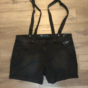 MBLM Tess Holiday: black jean suspender shorts